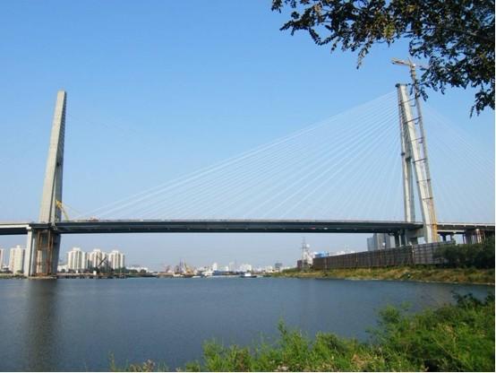 面钢箱梁独塔斜拉桥结构